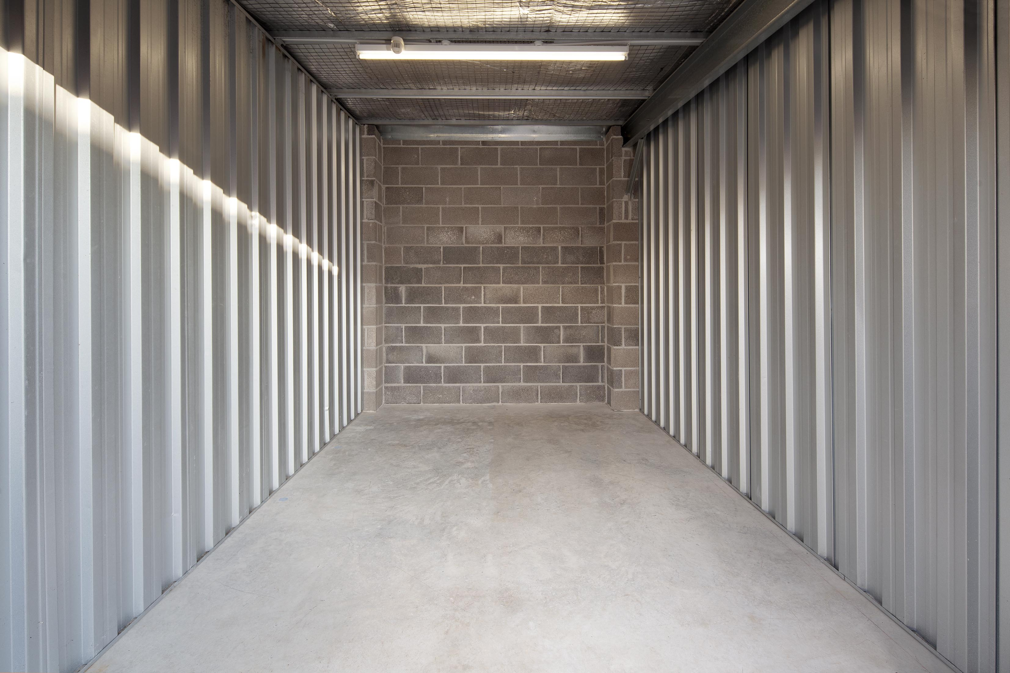 140 ft empty storage unit